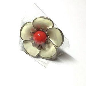 Jewelry - 🌸New🌸 Oversized Daisy Adjustable Statement Ring